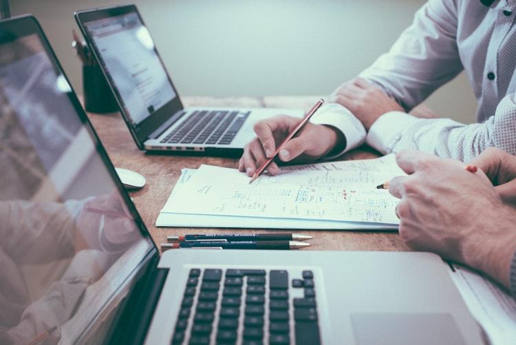 Cum alegi cea mai buna solutie contabila pentru afacerea ta?